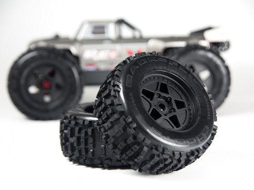 Outcast 6S BLX 4WD - 1/8 Monster Truck - RTR